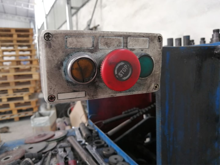 buttons on the hanger making machine